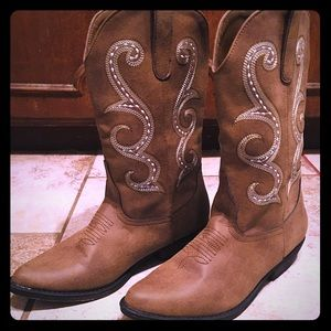 Me Too.... Western boots!!